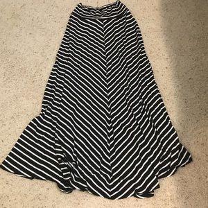 AB Studio black and white long skirt